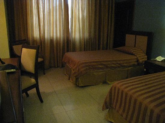 hotel-room-looks-creepy