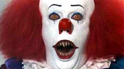 pennywise the clown shows his fangs